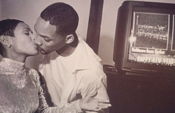 Jada Pickett and Will Smith kiss
