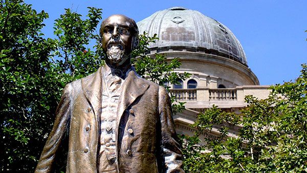 "Texas A&M's Lawrence ""Sul"" Ross statue"